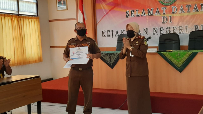 Pemberian Penghargaan (REWARD) Kepada Pegawai yang Berprestasi