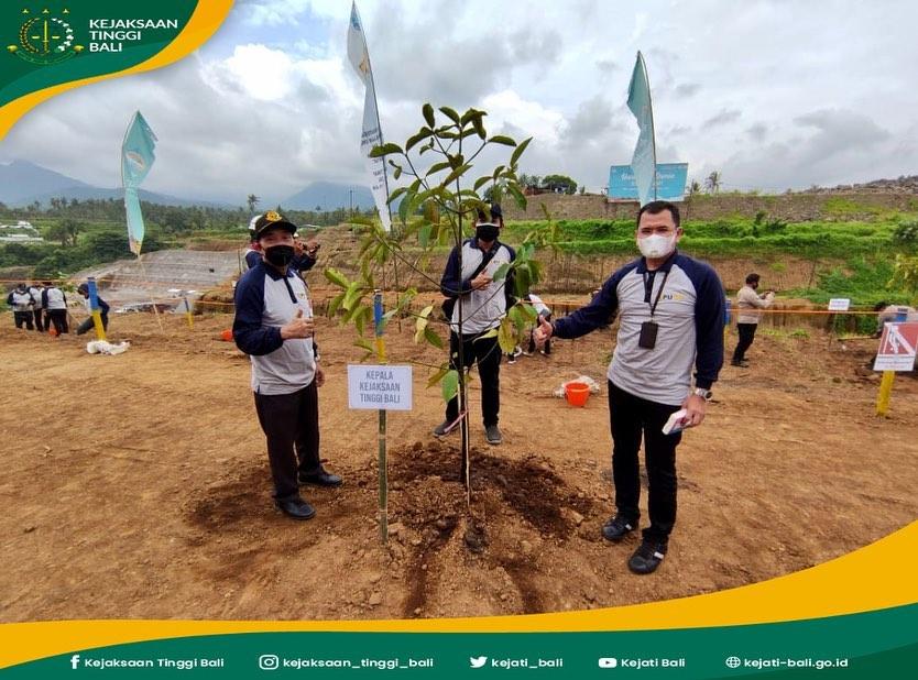 Penanaman pohon / penghijauan dibendungan Tamblang Desa Sawan Kec Sawan Kabupaten Buleleng dalam rangka memperingati hari air dunia ke-XXIX